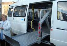 В Сыктывкаре презентовали новый автобус для инвалидов.